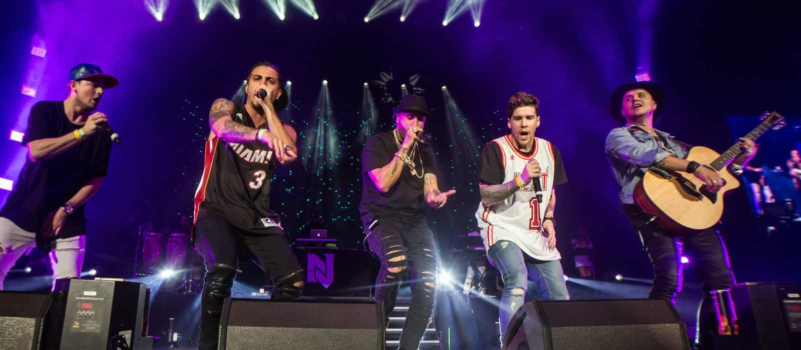 artistas cantando reggaeton