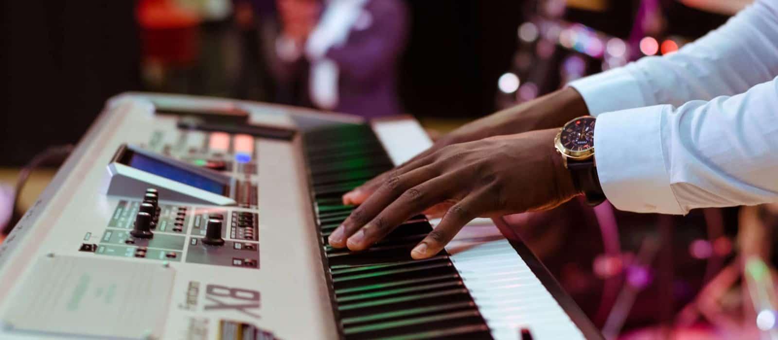grupos musicales para fiestas, pianista