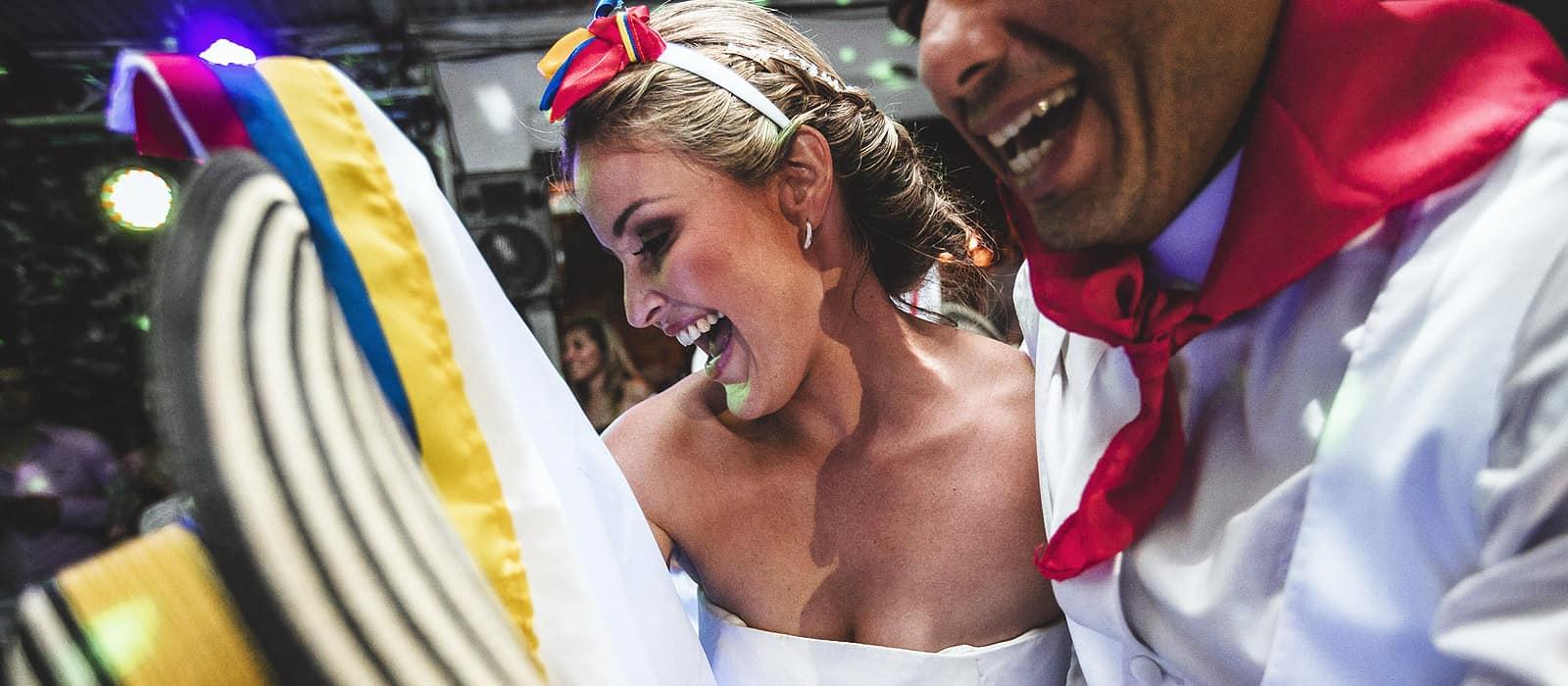 novia bailando baile tradicional colombiano