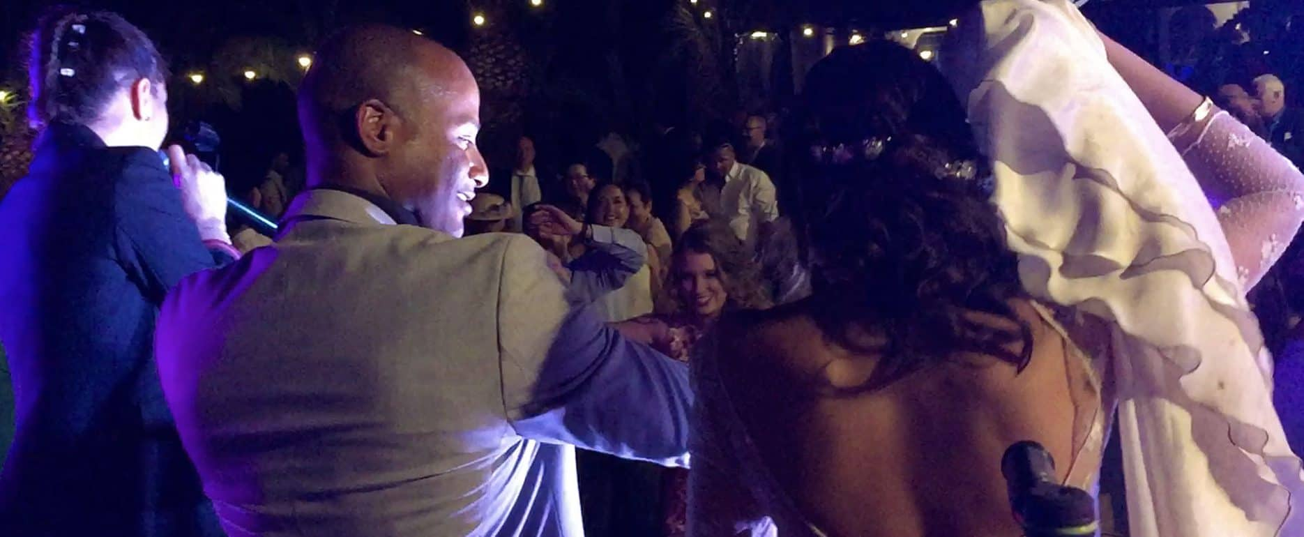 Grupo musical actuando en boda