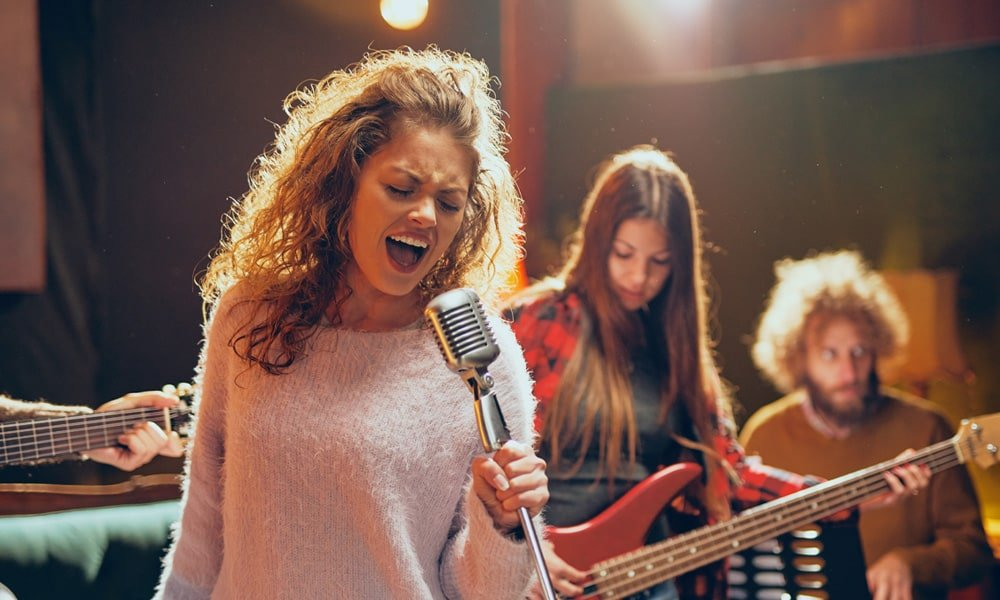 8 Tips for Hiring Live Music in Spain!